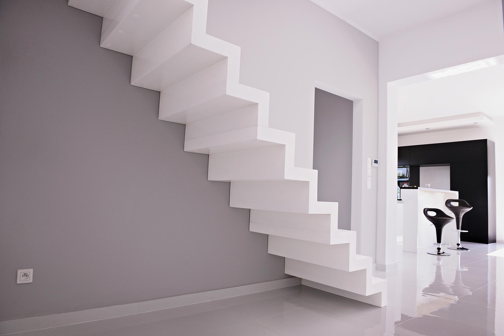 schody amerykańskie - tralki białe