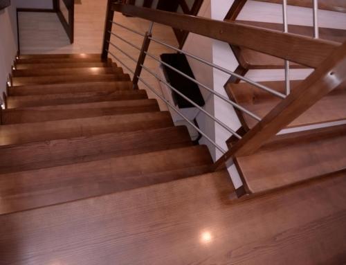 Schody na beton z balustradą poziomą